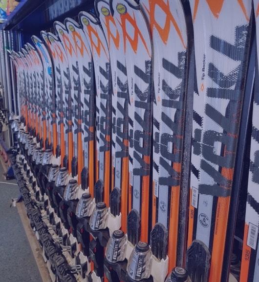Adult skis